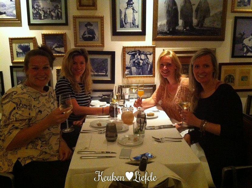 Er is een oppas geregeld voor de kids, dus tijd voor een Moms' Night Out in restaurant O Terraco.