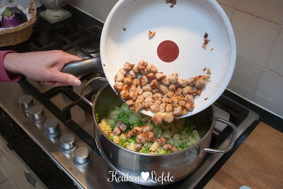 Fusilli met broccoli en vleesballetjes-1537