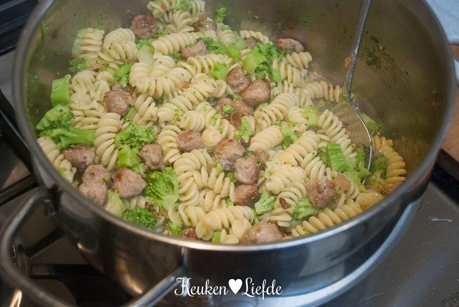 Fusilli met broccoli en vleesballetjes-1541