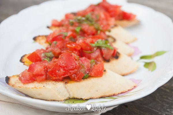 Speels & Smakelijk: tomatenbruschetta