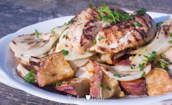 Zoete aardappel-venkelsalade met cajunkip