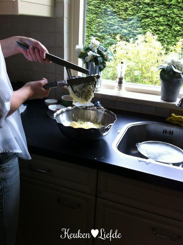 Aardappelpuree in de maak voor de aardappelhartjes
