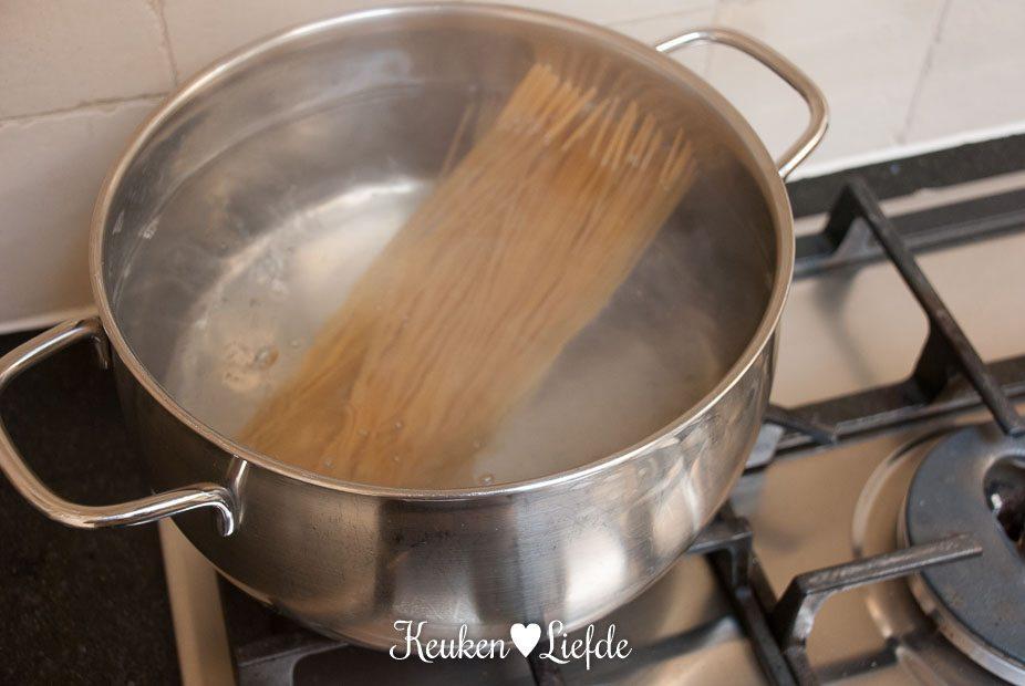Spaghetti in rode-pestosaus met kip en sperziebonen-3791