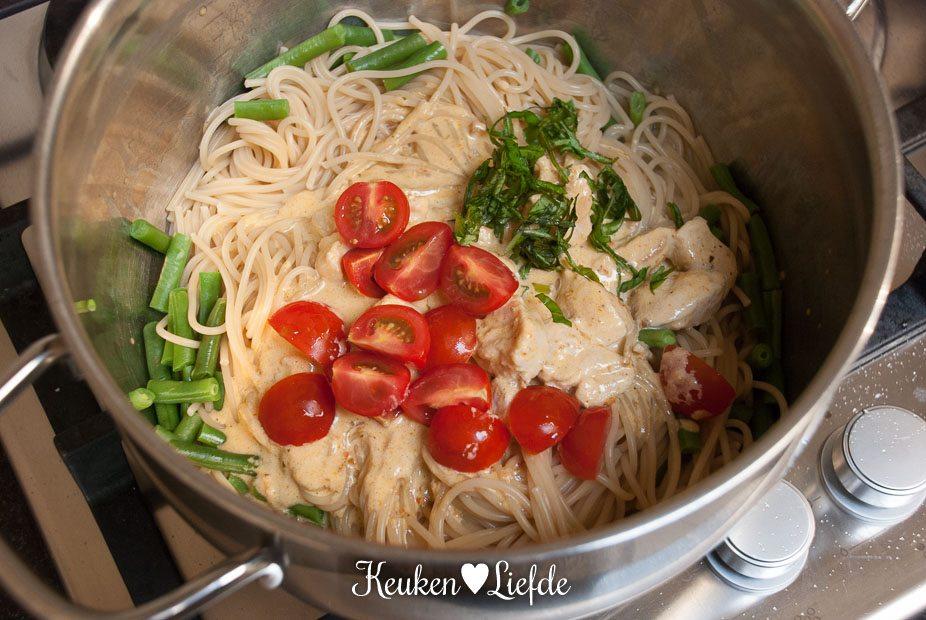 Spaghetti in rode-pestosaus met kip en sperziebonen-3797