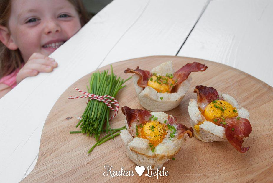 Speels & Smakelijk: broodbakjes met ei en spek
