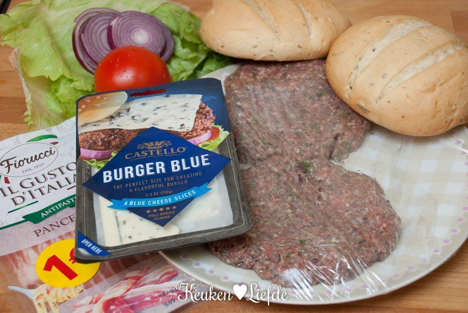 Broodje hamburger met blauwaderkaas-4071