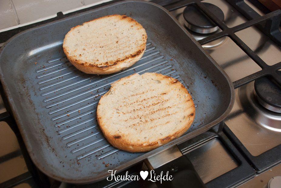 Broodje hamburger met blauwaderkaas-4073