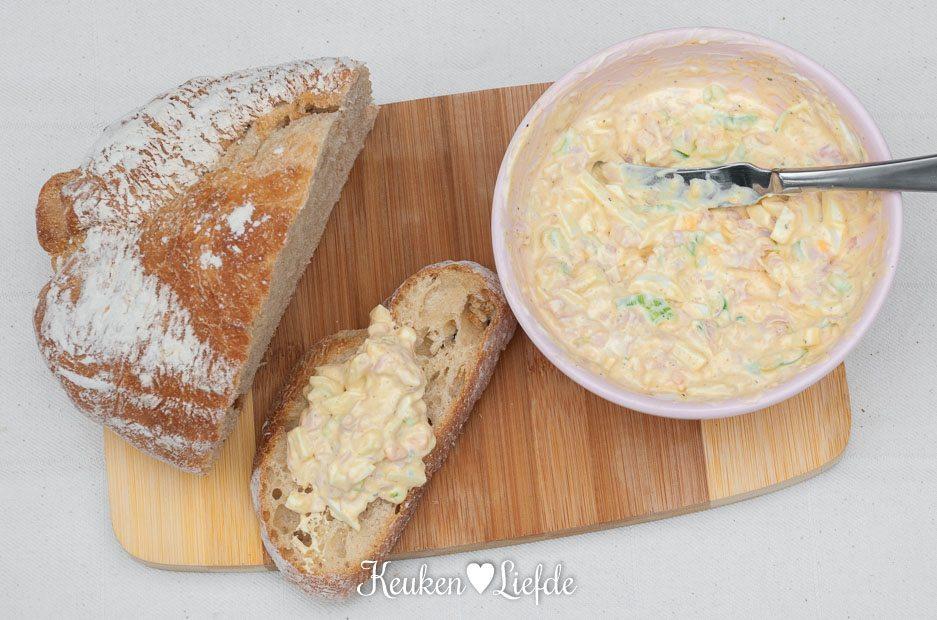 Eiersalade met gerookte kipfilet en lente-ui