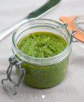 Groene pesto van babyboerenkool