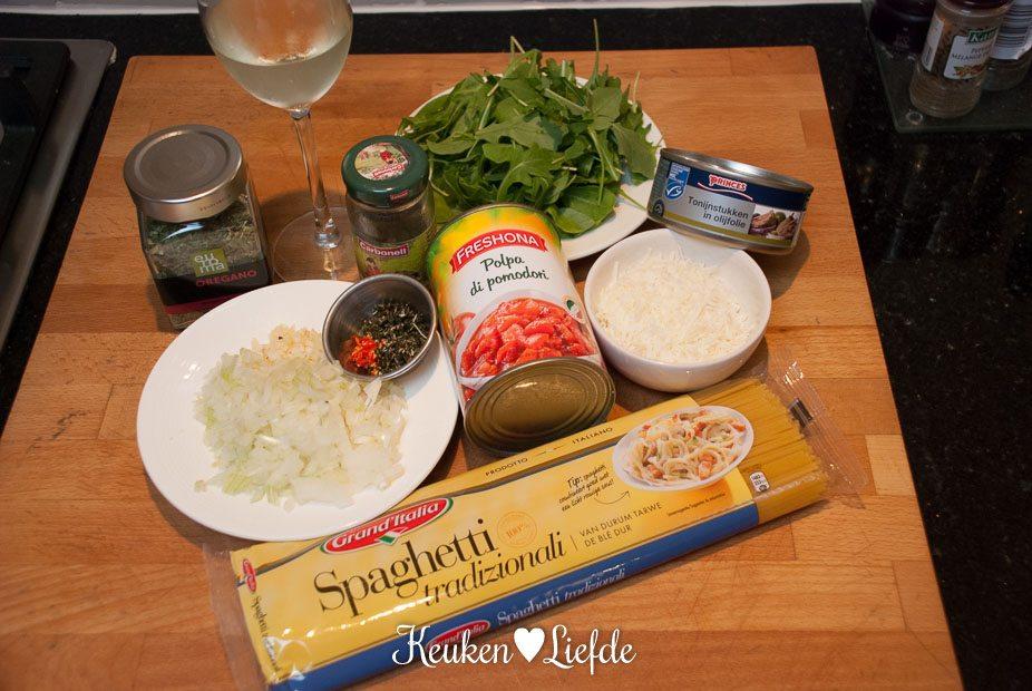 Spaghetti met pittige tomatensaus en tonijn-4040