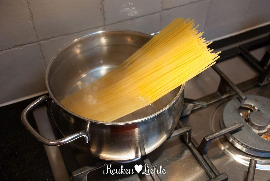 Spaghetti met pittige tomatensaus en tonijn-4047
