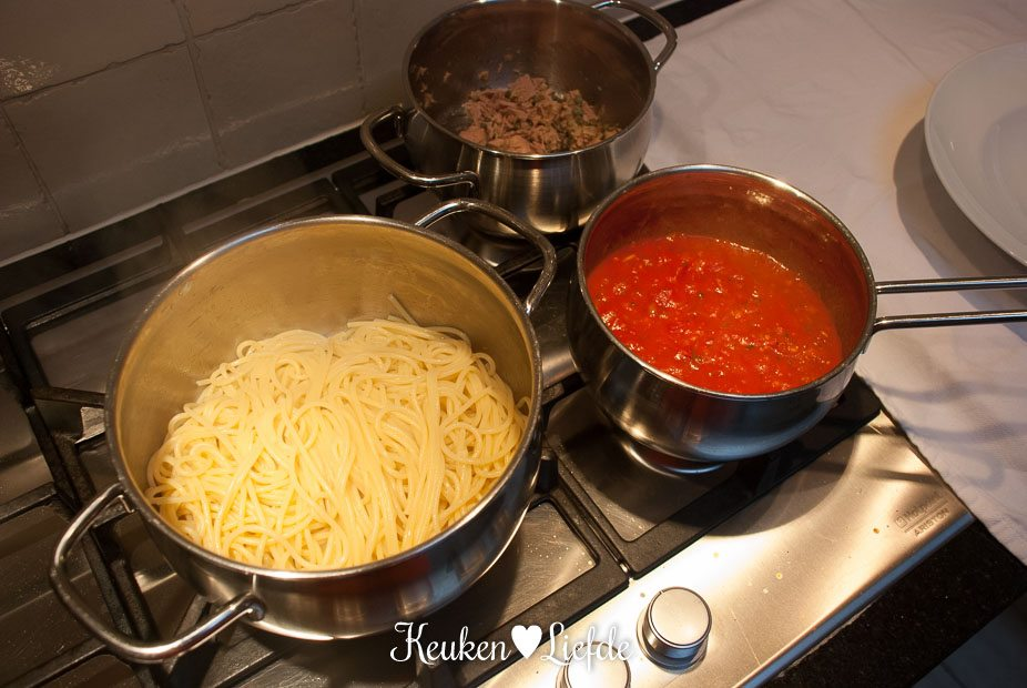 Spaghetti met pittige tomatensaus en tonijn-4053