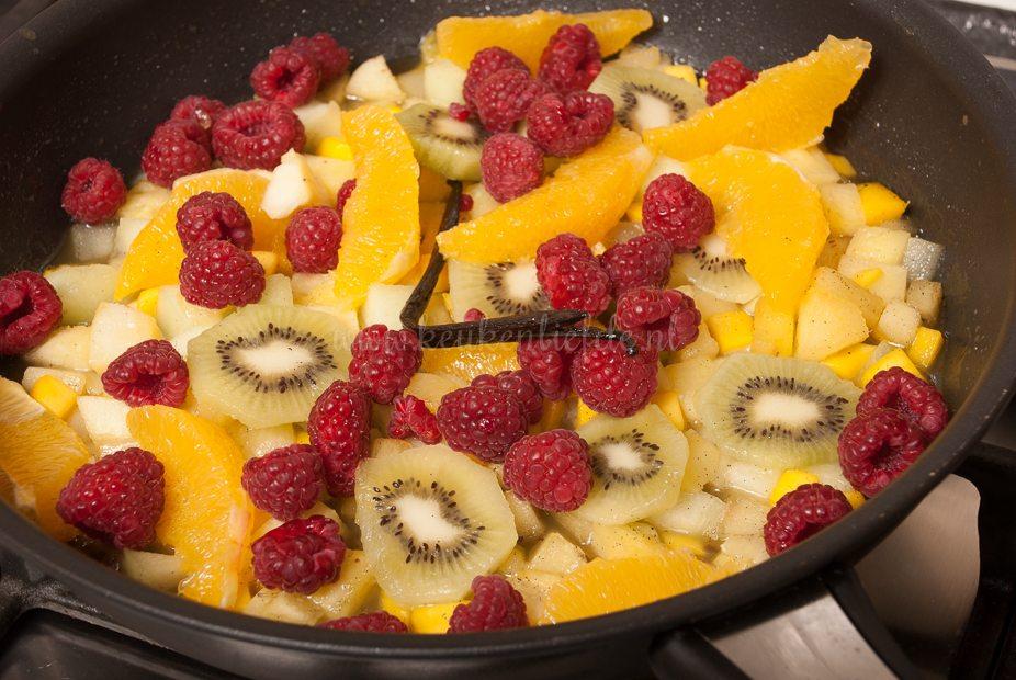 Vanilleroomijs met warme vruchten-7404