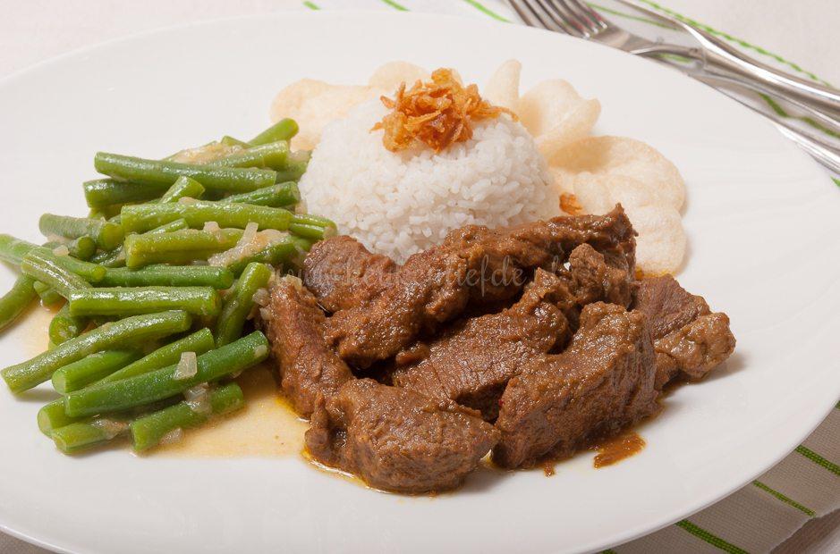 Daging rendang (uit het kookboek'Zoals alleen oma dat kan')