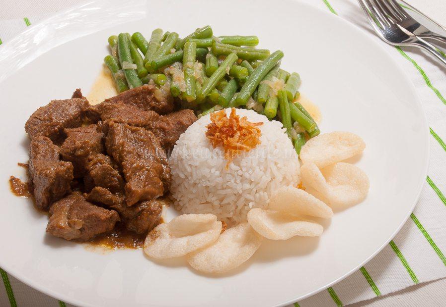 Daging rendang (uit het kookboek 'Zoals alleen oma dat kan')