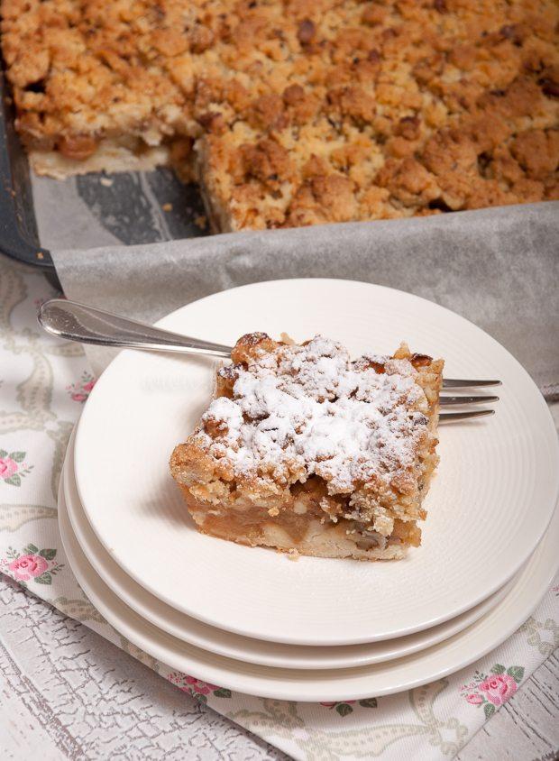 Appelkruimelkoek van het bakblik