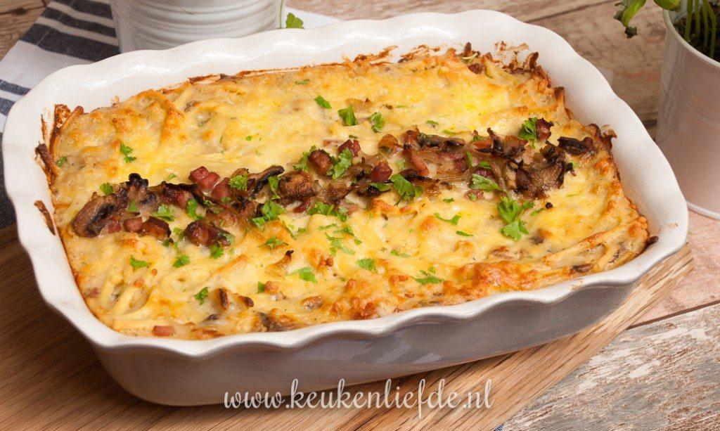 Spätzle-ovenschotel met spek en champignons