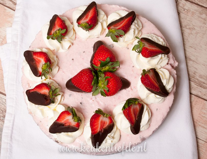 aardbeien-stracciatellakwarktaart