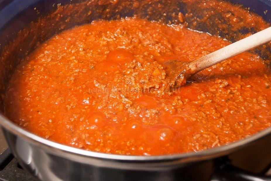 Basisrecept: tomaten-gehaktsaus (bolognesesaus)
