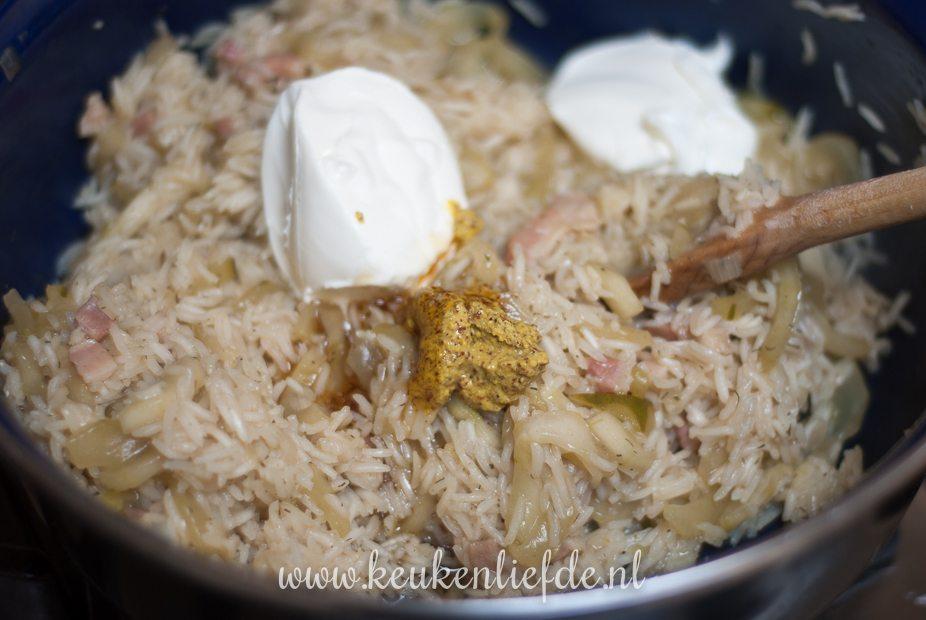 Eenpansgerecht met rijst en komkommer