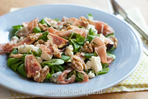 Salade met vijg, walnoot, ham en roquefort