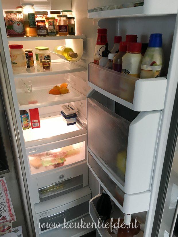 De koelkast is schoongemaakt  en opgeruimd.