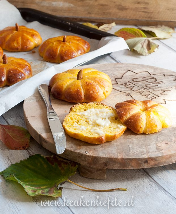 Vers uit de oven: Pompoenbroodjes!
