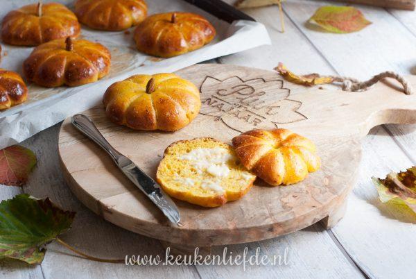 Hartige pompoenbroodjes