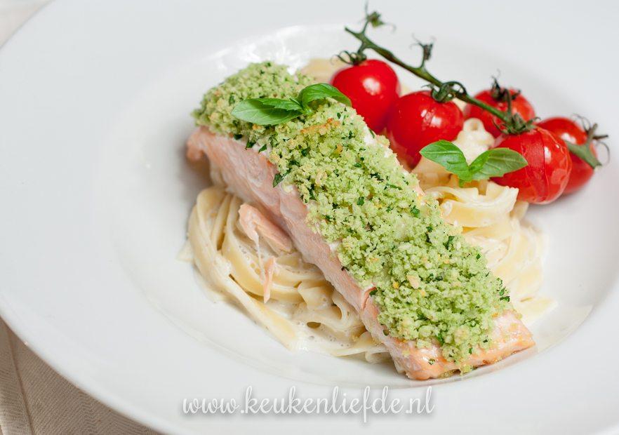 Zalm uit de oven met groene kruidenkorst