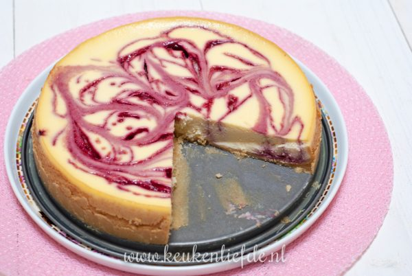 Cheesecake met frambozensaus