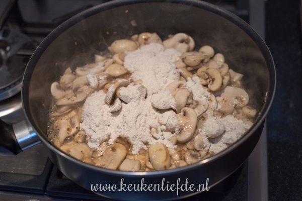 Schnitzel met champignonroomsaus
