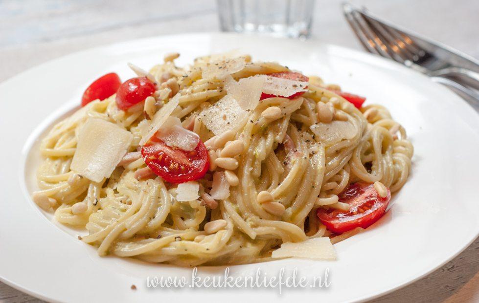 Spaghetti met ham en romige doperwtensaus