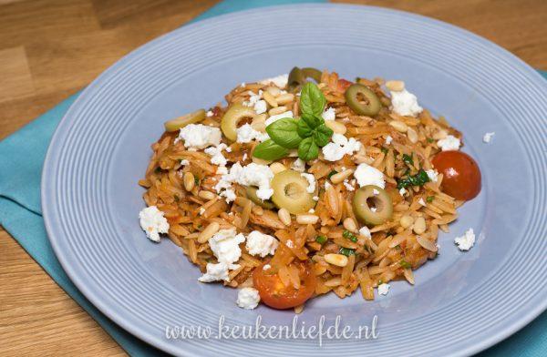 Griekse pasta met venkel, tonijn en feta