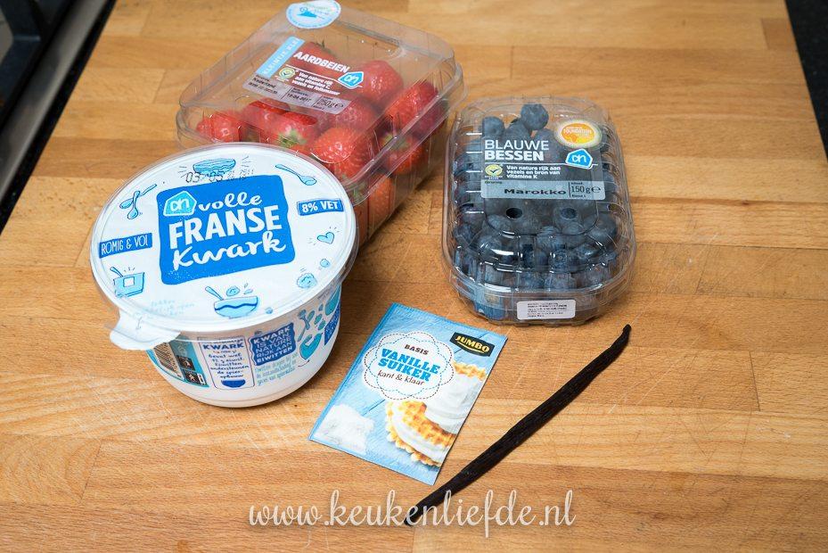 Vanillekwark met aardbei en blauwe bes