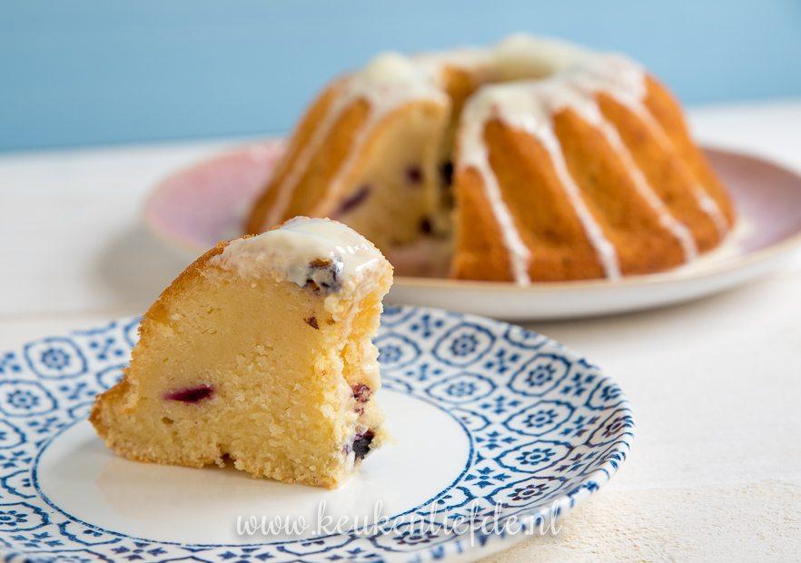 Yoghurtcake met citroen en blauwe bes