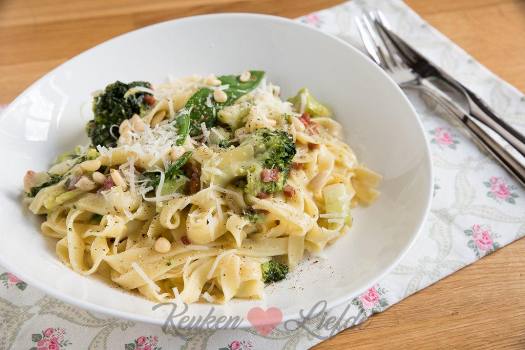 Tagliatelle met broccoli, spekjes en kaassaus