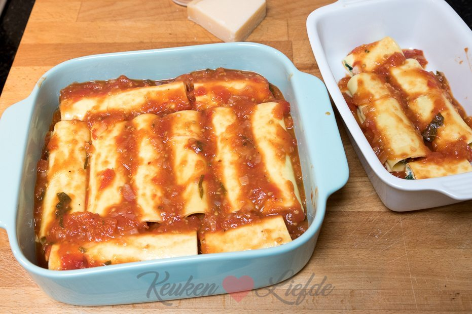 Cannelloni met spinazie, ricotta en tomatensaus