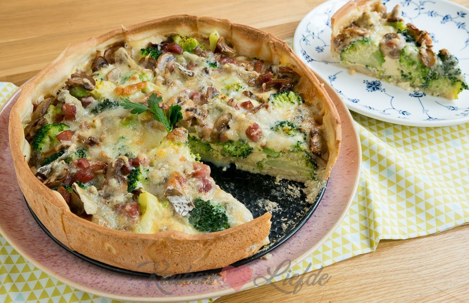 Hartige taart met broccoli, spek en champignons