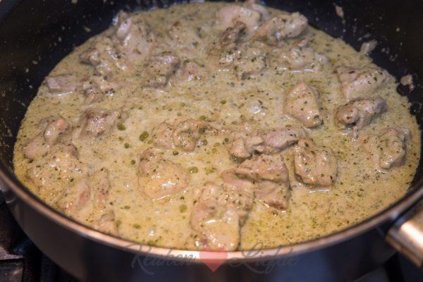 Pasta pesto met kippendij en gegrilde groenten