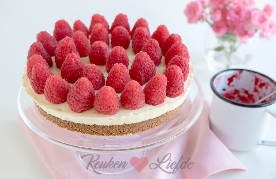 No bake cheesecake met witte chocolade en frambozen