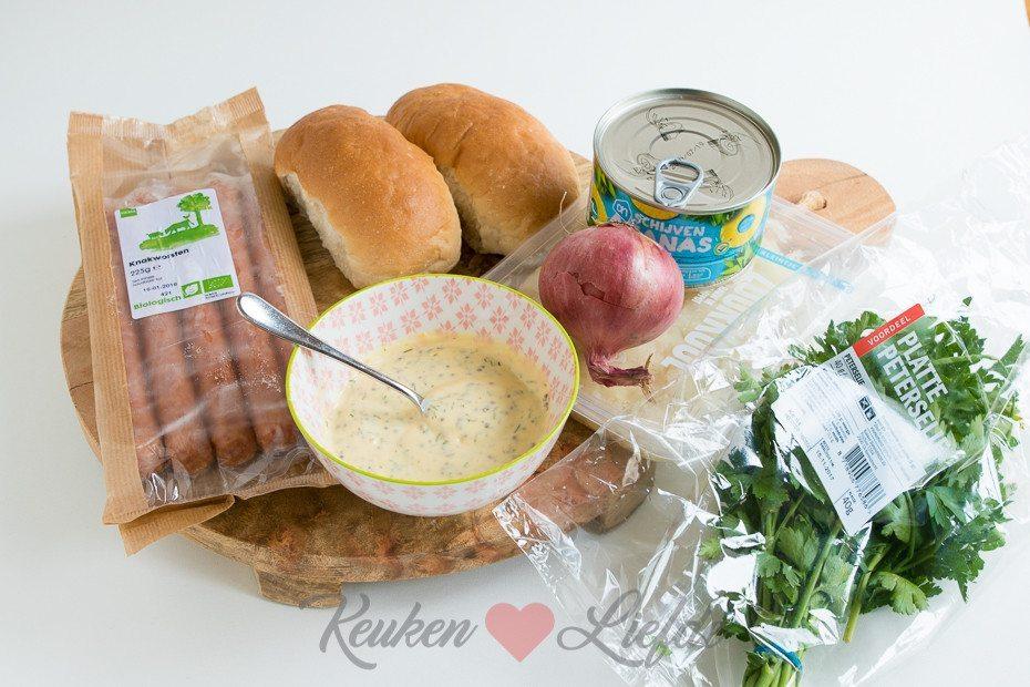 Broodje hotdog met zuurkool (kookvideo)