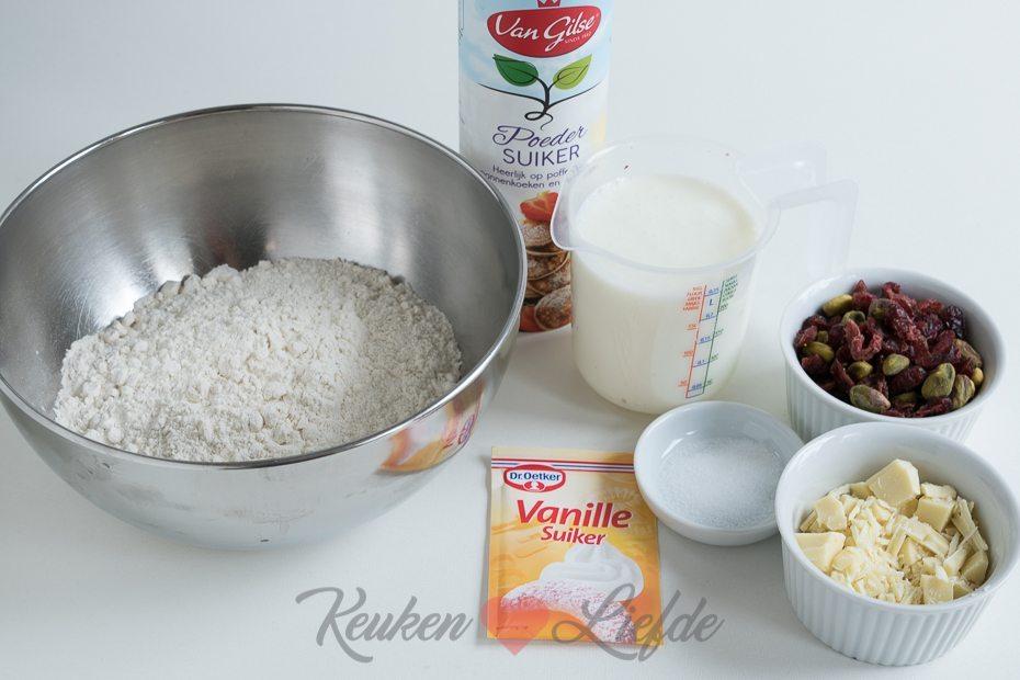 Snelle oliebollen met witte chocolade, pistache en cranberry