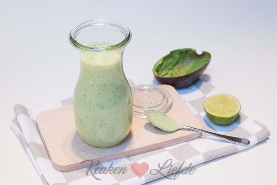 Yoghurt-avocadodressing