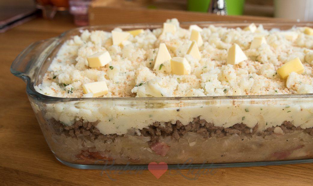 Zuurkoolovenschotel met gehakt en aardappelpuree