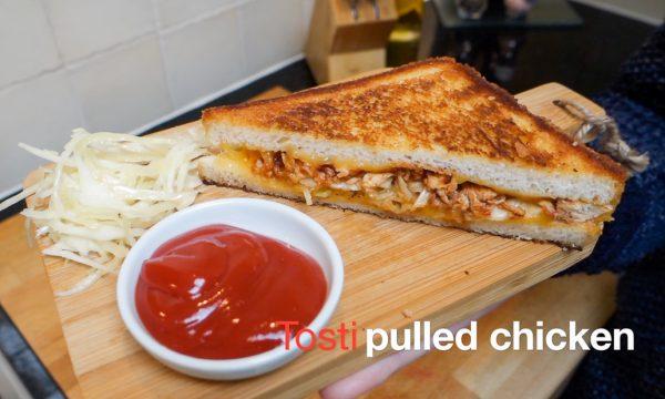 Tosti pulled chicken en wittekoolsalade (video)