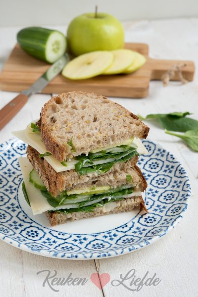 Hollandse clubsandwich met groenten en geitenkaas