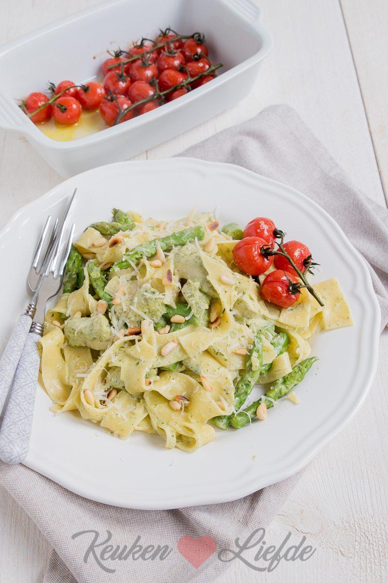 Pasta pesto met kip en groene asperges