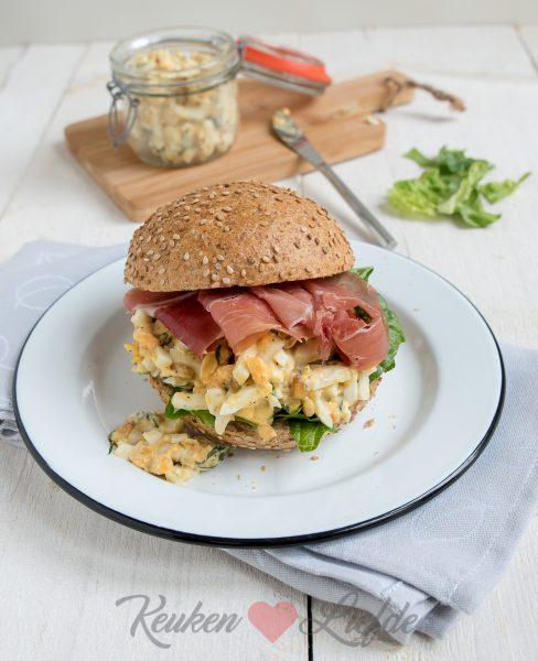 Broodje eiersalade en serranoham