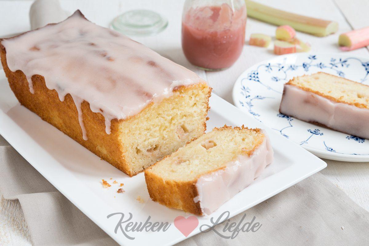 Rabarber yoghurtcake