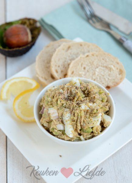 Eiersalade met tonijn en avocado